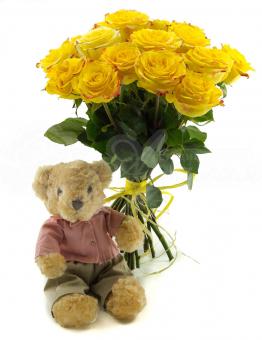Букет из 13 роз с маленькой мягкой игрушкой