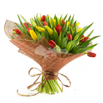 Букет из 45 тюльпанов в упаковке