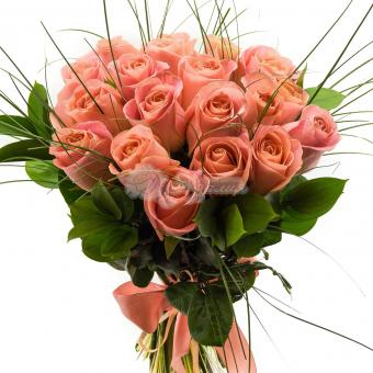Букет из 19 роз с зеленью