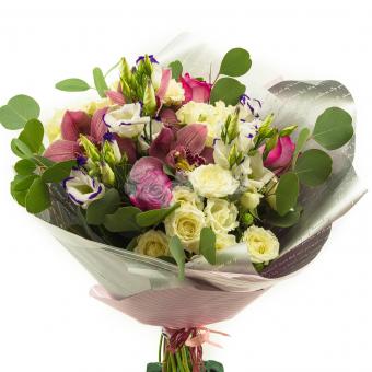 Букет с орхидеями и кустовой розой